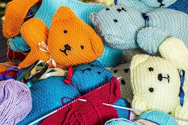 Výstava textilních technik kurzu Senior Pointu Příbram a ručních prací Tvořivé dílny Březové Hory