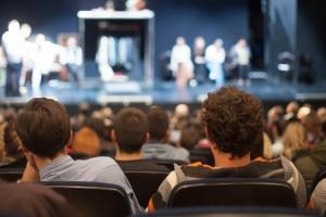 Divaci v divadle